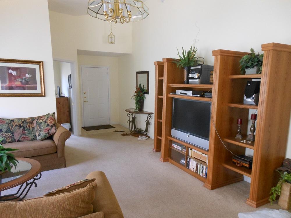 15325 Markham Lounge 1 view 3