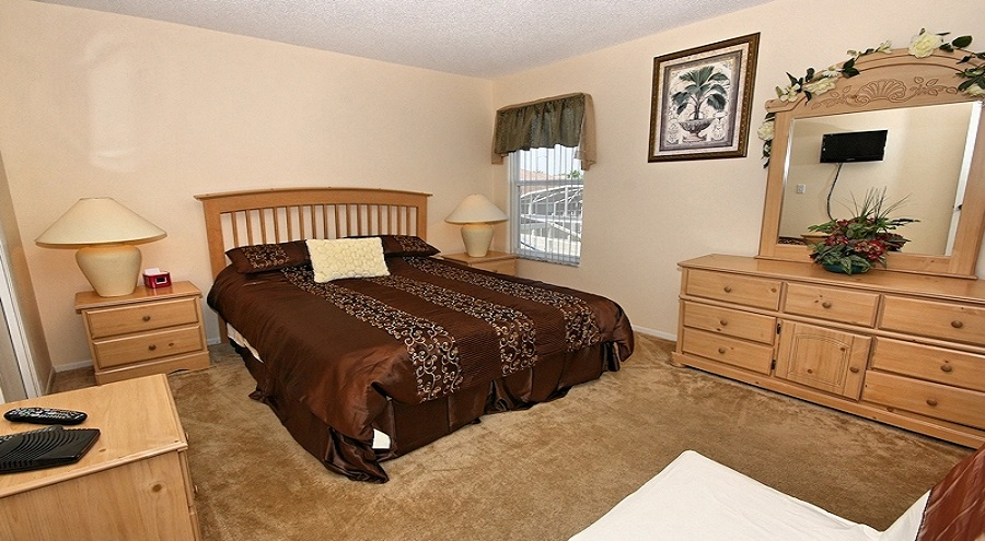 Queen Bed Suite