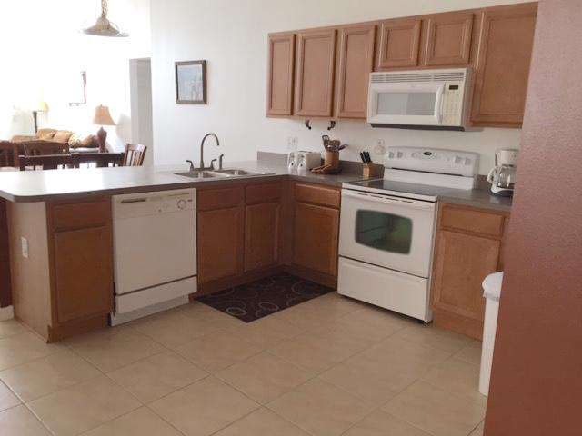 167 Carrera - Solana - Kitchen - Pilgrim Homes Florida