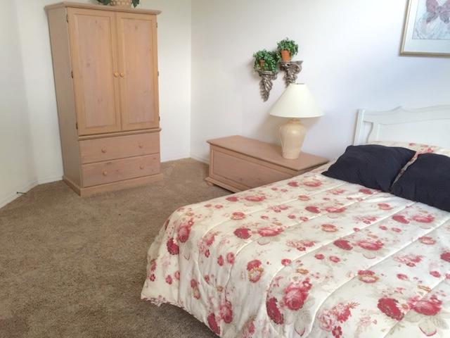 8111 Yellow Crane Drive - Queen Bedroom 1 - Ground floor - Pilgrim Homes Florida